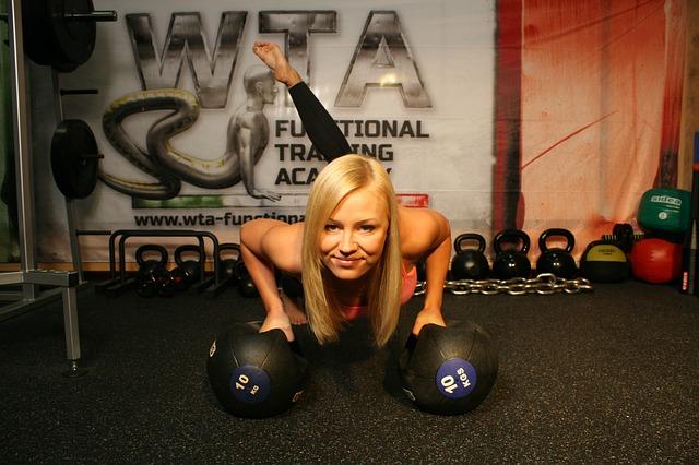 Ćwicz z głową, czyli jak uniknąć kontuzji na siłowni