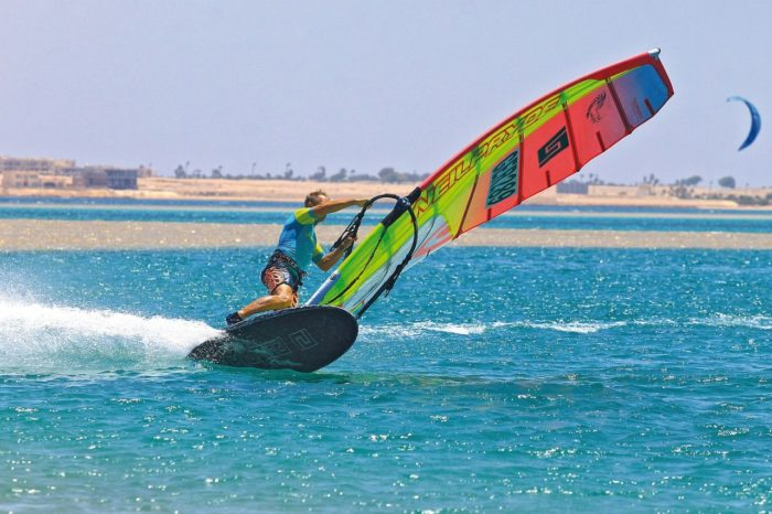 Obozy kitesurfingowe – wybierz opcję dla siebie