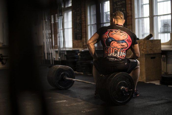 Koszulki na siłownię – jak wybrać najlepszą?