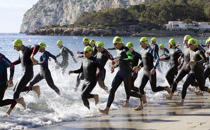 Kupić czy wypożyczyć piankę do triathlonu?